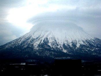 0501羊蹄山笠雲.jpg