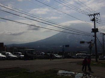 0505笠雲の羊蹄山.jpg